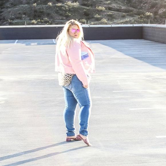 Pants - Light colored jeans